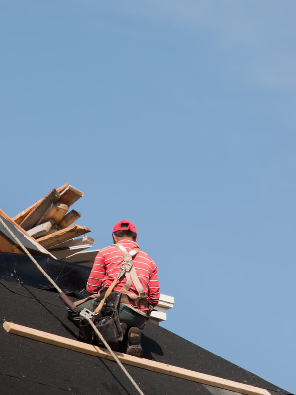Saginaw roofing contractors at work